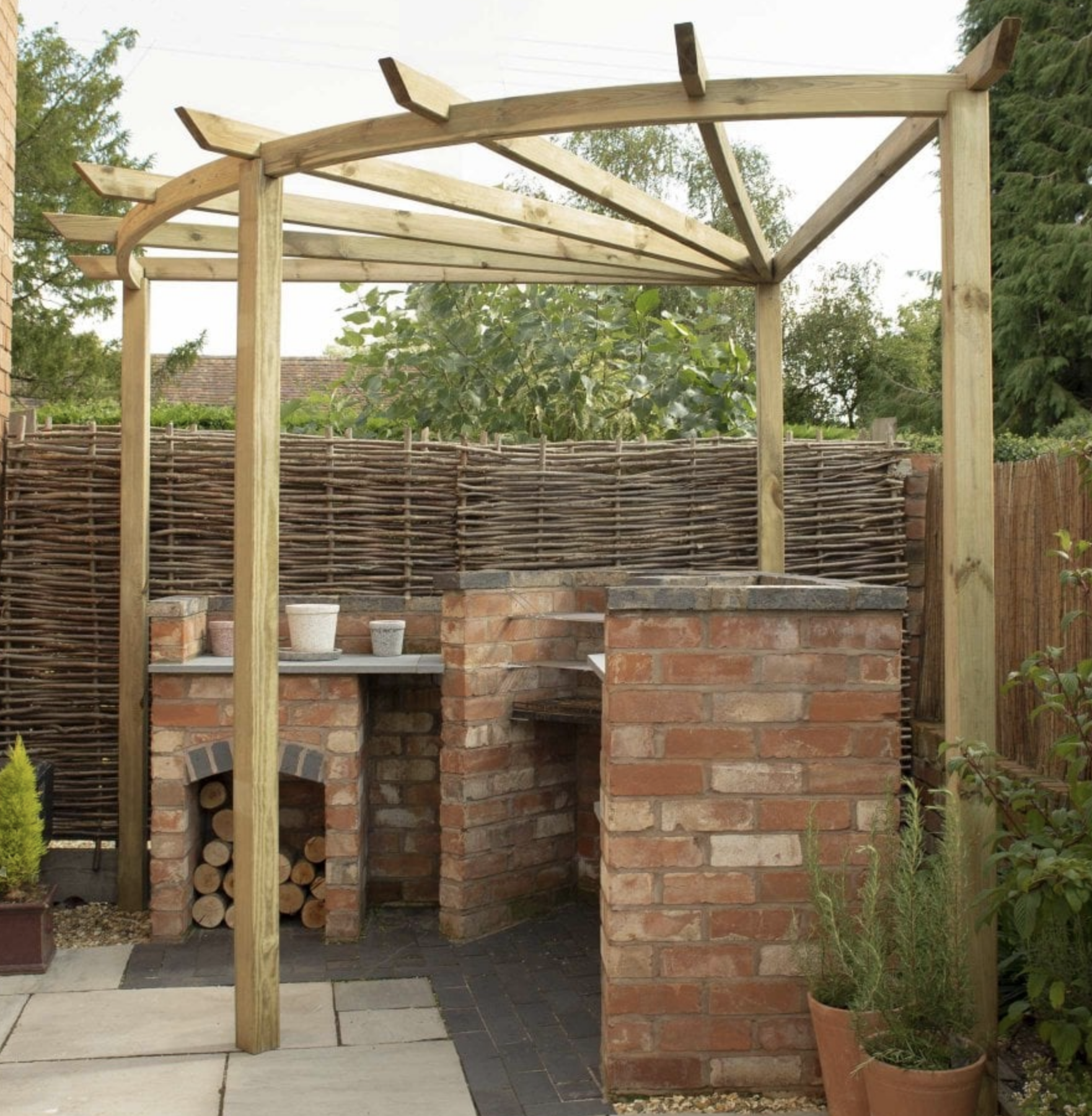 Corner pergola with curved rafter.