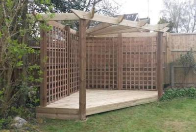 A beautiful corner pergola to enhance an used space