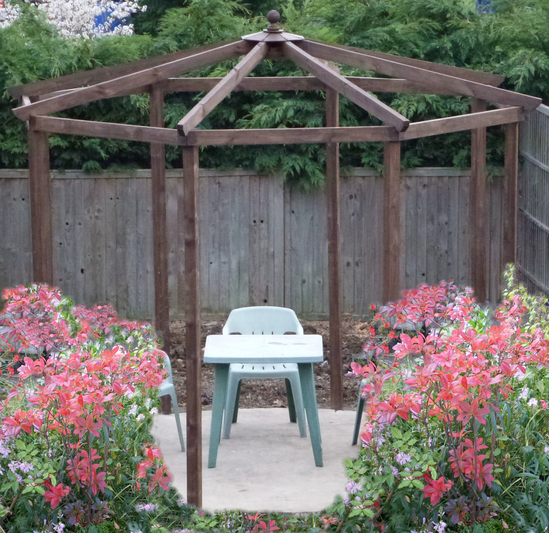 Copyright Image: Fantastic hexagonal pergola with pitched roof and six rafters made from the plans.